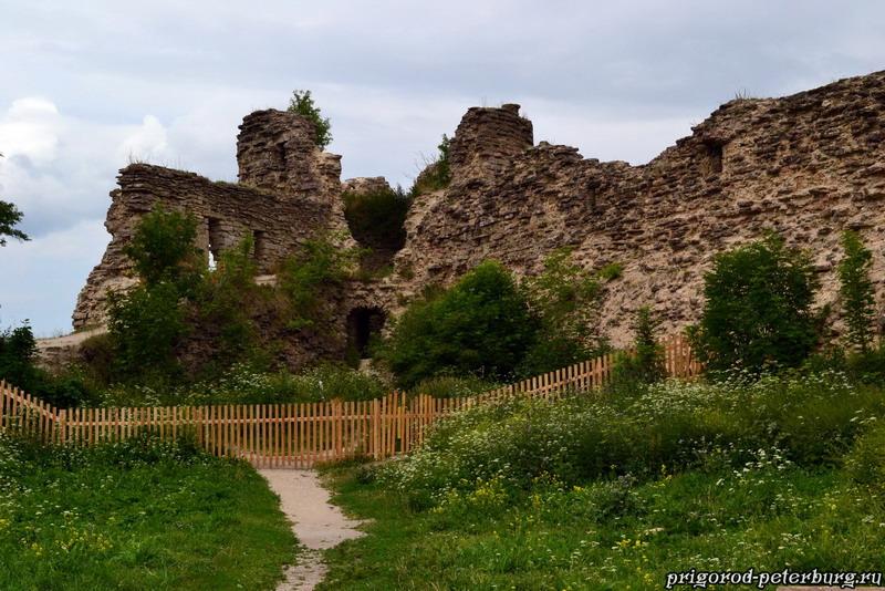 Копорская крепость - стена