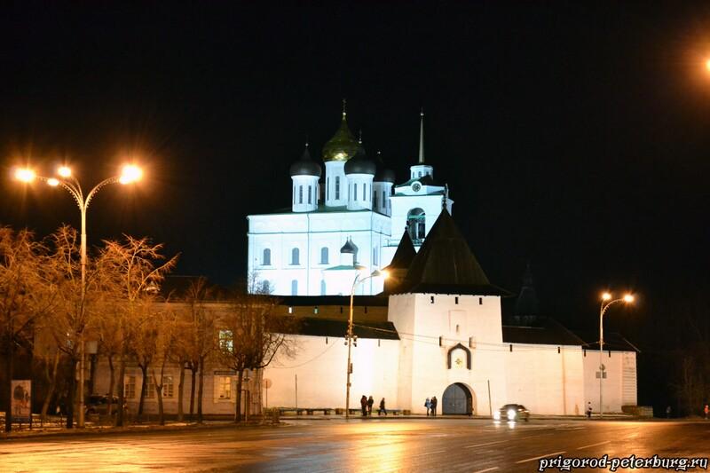 Псковский кремль ночью