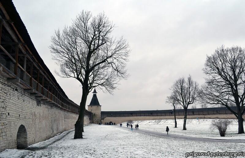 Стены и башни Псковского кремля